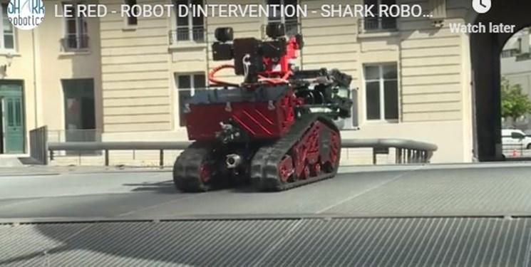 همکاری ربات آتش نشان با آتش نشان ها در آتش سوزی قلب پاریس
