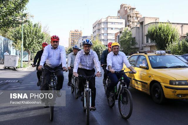 رکابزنی شهردار تهران، معاون وزیر بهداشت و رییس کل نظام پزشکی در آستانه روز پزشک