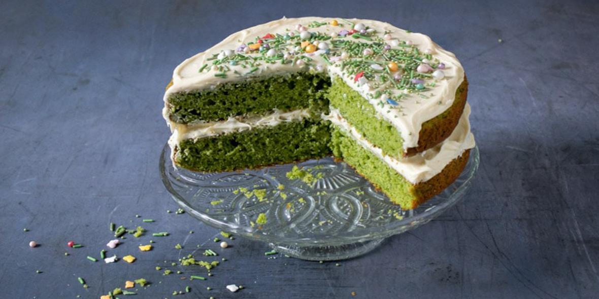 طرز تهیه کیک اسفناج خوشمزه با روکش وانیلی