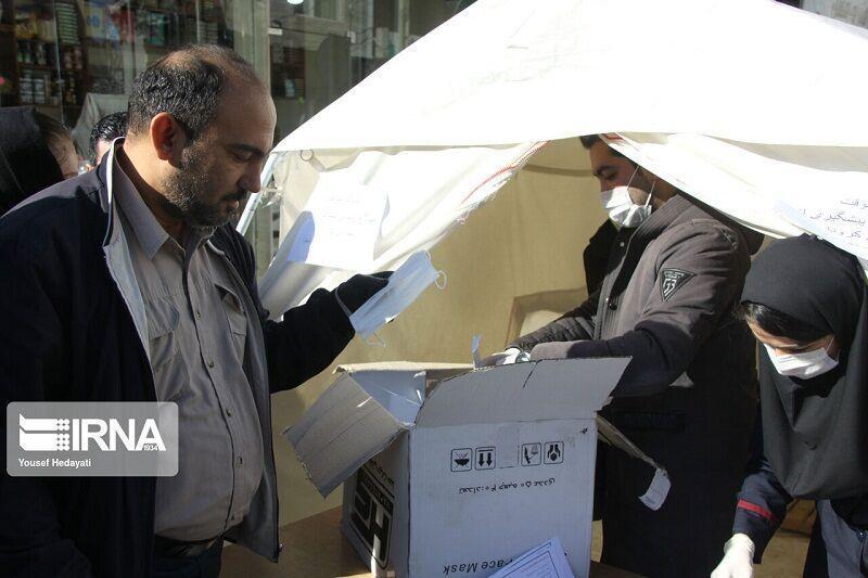 خبرنگاران نیکوکار سبزواری سه هزار ماسک رایگان توزیع کرد
